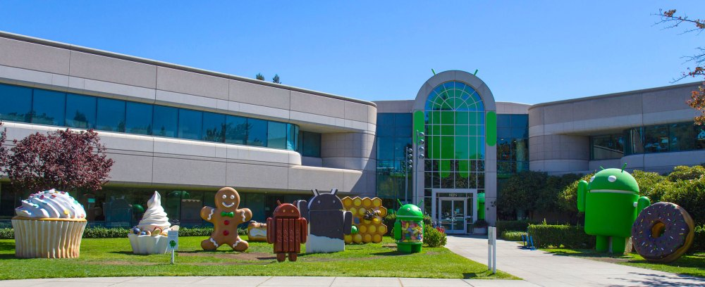 android-lawn-statues