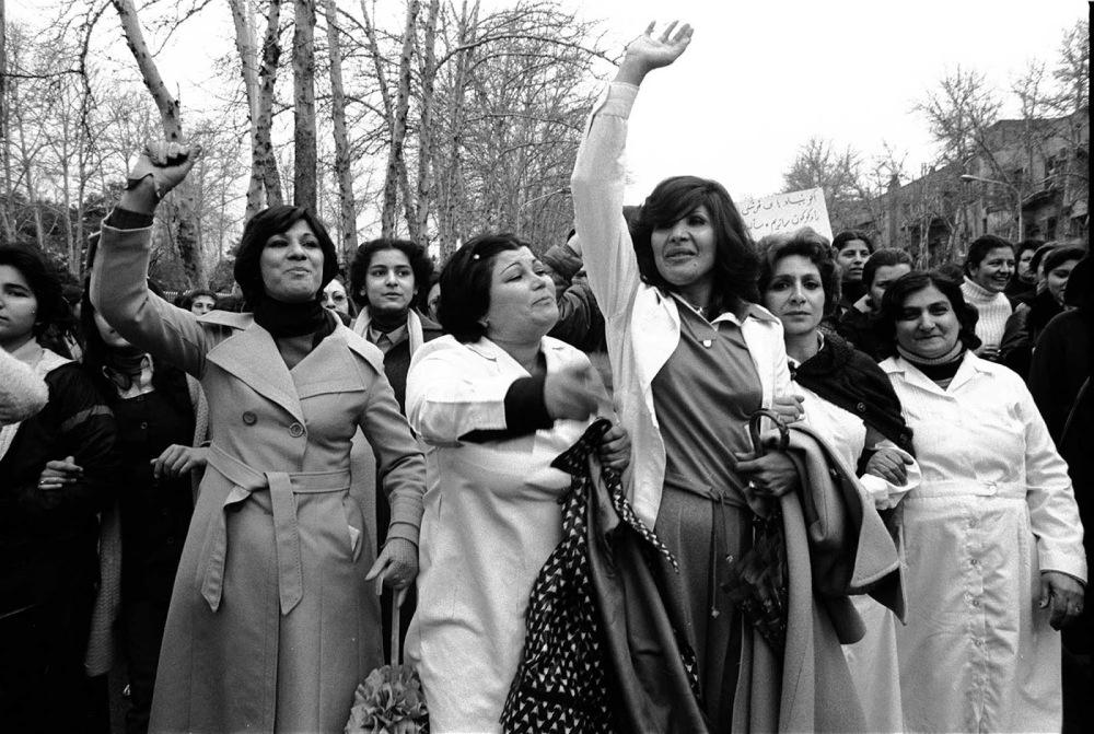 women_protesting_hijab_iran_2